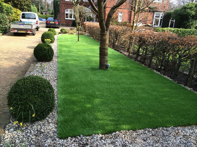 Artificial lawn in Bowden